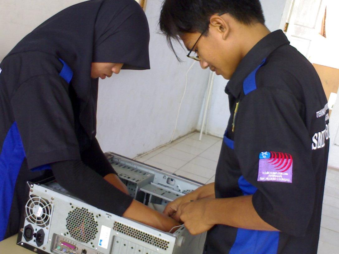 Ujian Online TKJ Kelas XII SMK Negeri 1 Bongas